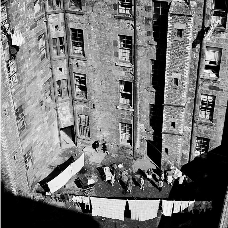Image of Back Court, Gorbals (1963) by Oscar Marzaroli